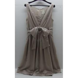 ティアラ(tiara)の♯0740・Tiara ティアラ ワンピースドレス 光沢 ベージュ サイズ3(ミディアムドレス)