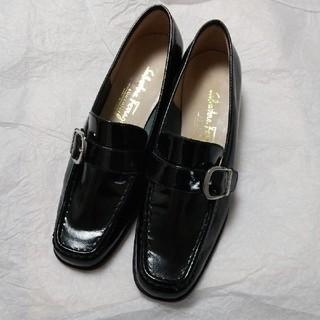 サルヴァトーレフェラガモ(Salvatore Ferragamo)のフェラガモ ローファー黒(ローファー/革靴)