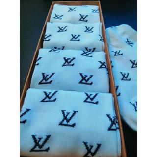 ルイヴィトン(LOUIS VUITTON)のLouis vuitton 靴下4枚セット女性用 白新品未使用(ソックス)