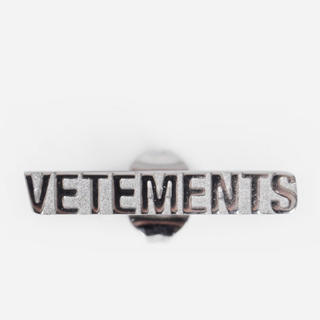 美品【 VETEMENTS 】Logo Stud Earrings ピアス ペア