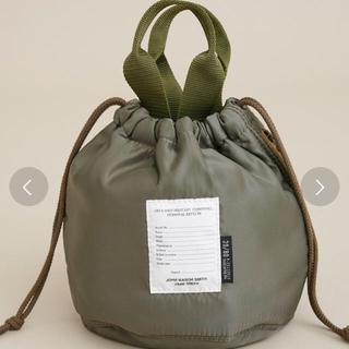ドゥーズィエムクラス(DEUXIEME CLASSE)の【JANE SMITH(ジェーンスミス)】巾着バッグ カーキ(ハンドバッグ)