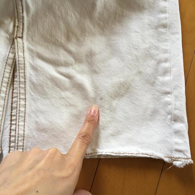 GU(ジーユー)のベルト付き 白 デニムスカート  ステッチ入り 140 GU キッズ/ベビー/マタニティのキッズ服女の子用(90cm~)(スカート)の商品写真