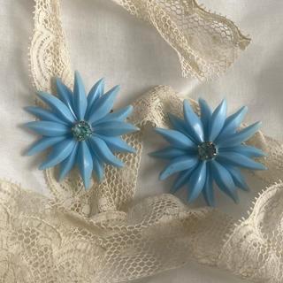 Lochie - Blue vintage earring 60s
