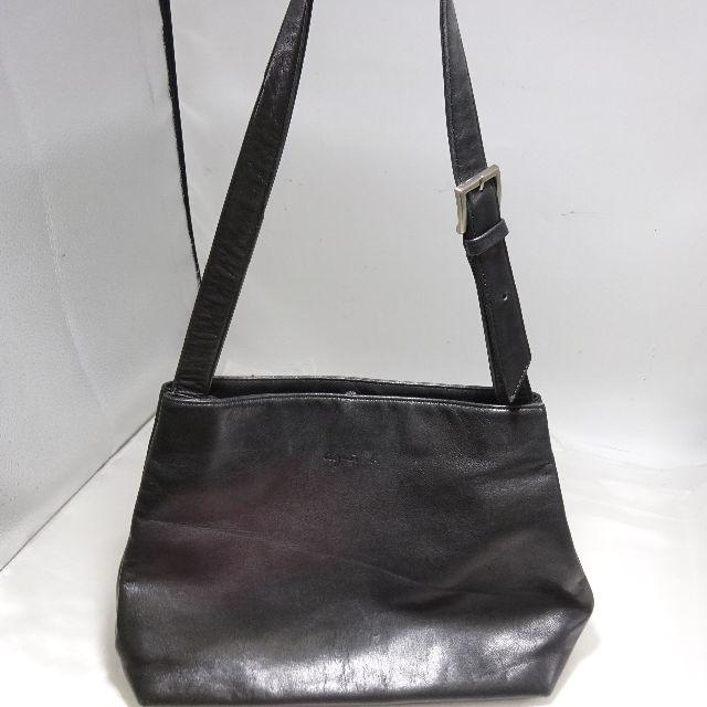 agnes b.(アニエスベー)のアニエスベー ブラック レザー ショルダーバッグ レディースのバッグ(ショルダーバッグ)の商品写真