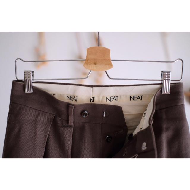 COMOLI(コモリ)のPURAS別注 NEAT カツラギ テーパード SmokyBrown 44 メンズのパンツ(スラックス)の商品写真