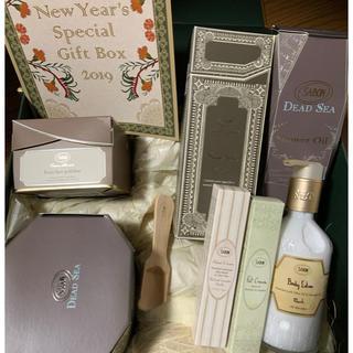 サボン(SABON)のSABON New Year's special Gift Box 2019(ボディスクラブ)