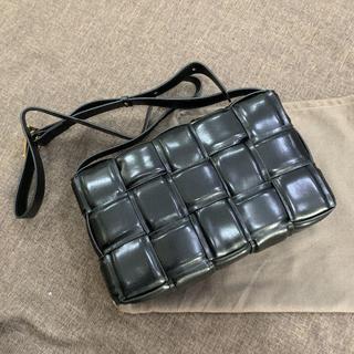 ボッテガヴェネタ(Bottega Veneta)のBOTTEGA VENETA カセットパデッド バッグ(ショルダーバッグ)