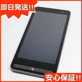 フジツウ(富士通)の超美品 au ISW11F ネオブラック 白ロム(スマートフォン本体)