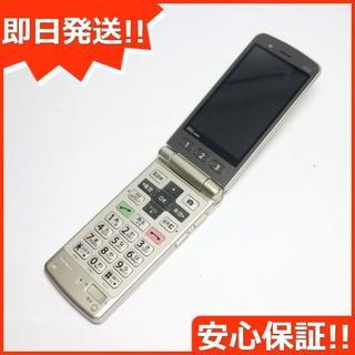 キョウセラ(京セラ)の美品 au K005 簡単ケータイ ゴールド 白ロム(携帯電話本体)