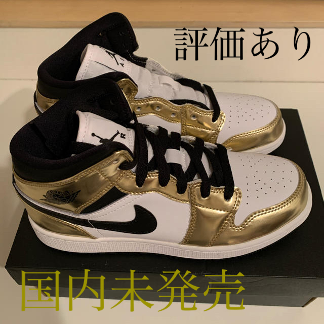 NIKE(ナイキ)のNIKE AIR JORDAN 1 MID GS METALLIC GOLD レディースの靴/シューズ(スニーカー)の商品写真