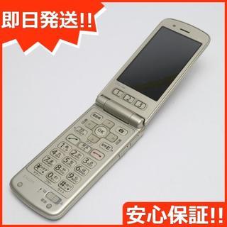 キョウセラ(京セラ)の美品 au K010 ゴールド 白ロム(携帯電話本体)