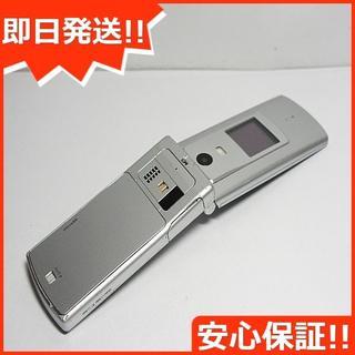 キョウセラ(京セラ)の美品 au K008 簡単ケータイ シルバー 白ロム(携帯電話本体)