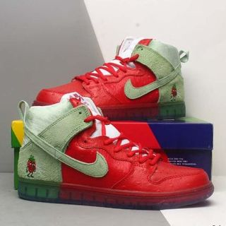 ナイキ(NIKE)のNIke SB Dunk Low Strawberry Cough(スニーカー)