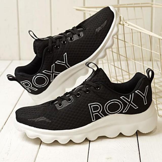 Roxy(ロキシー)の値下げ!42%OFF!超人気ダット系ロキシースニーカー脚長効果♪#235 レディースの靴/シューズ(スニーカー)の商品写真