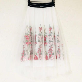 ZARA - チュール&お花刺繍が可愛い(๑˃̵ᴗ˂̵)✨‼️ホワイトふんわり❤️スカート