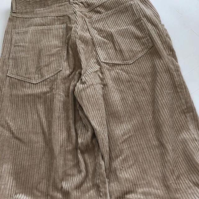 ZARA(ザラ)の【新品・未使用】ZARA ストレートフィット コーデュロイ  パンツ L レディースのパンツ(カジュアルパンツ)の商品写真