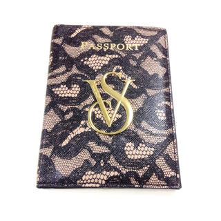 ヴィクトリアズシークレット(Victoria's Secret)のヴィクトリア シークレット ロゴ入り パスポートケース《レース柄》(パスケース/IDカードホルダー)