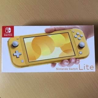 ニンテンドウ(任天堂)のNintendo Switch NINTENDO SWITCH LITE イエ…(携帯用ゲーム機本体)