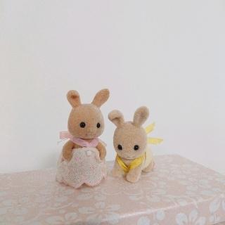 EPOCH - シルバニアファミリー 耳折れウサギ アイボリーウサギ 赤ちゃん 人形 セット