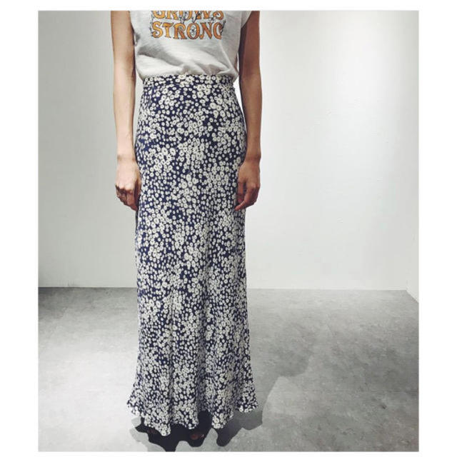 EDIT.FOR LULU(エディットフォールル)のeditforlulu フラワーバイアスマキシスカート ネイビー レディースのスカート(ロングスカート)の商品写真