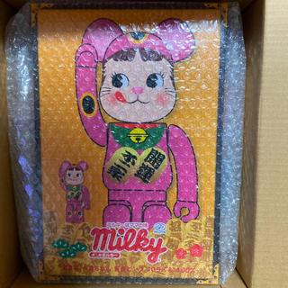 MEDICOM TOY - ベアブリック BE@RBRICK 招き猫 ペコちゃん蛍光ピンク