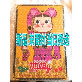 不二家 - BE@RBRICK 不二家 招き猫 ペコちゃん 蛍光ピンク 100%&400%