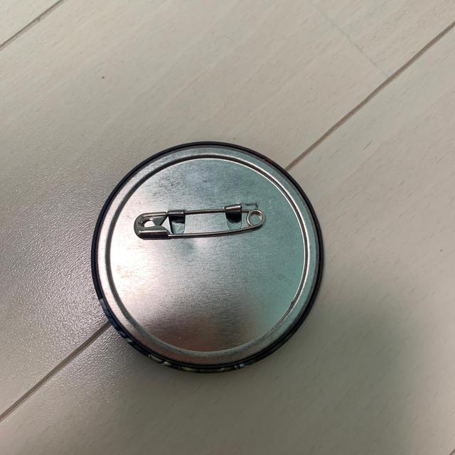 iKON(アイコン)のiKON ジナン 缶バッチ エンタメ/ホビーのタレントグッズ(アイドルグッズ)の商品写真