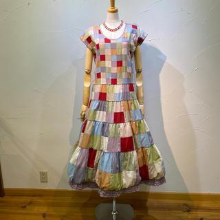 カネコイサオ(KANEKO ISAO)のカネコイサオ マルチカラーの総パッチワークワンピース 裾がバルーン仕様(ロングワンピース/マキシワンピース)