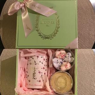 ラデュレ(LADUREE)のラデュレ ギフトセット(出品10/26まで)(菓子/デザート)