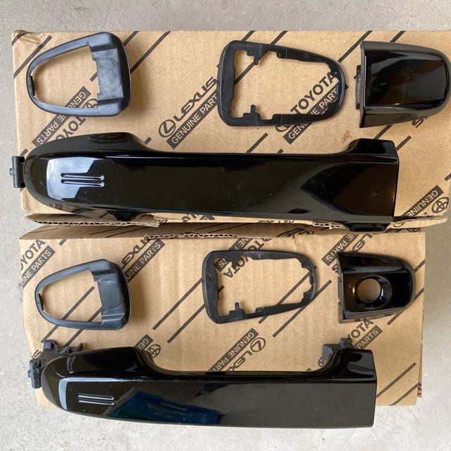 トヨタ(トヨタ)のTOYOTA ヴォクシー80型 フロント&リア ドアノブ 自動車/バイクの自動車(車種別パーツ)の商品写真
