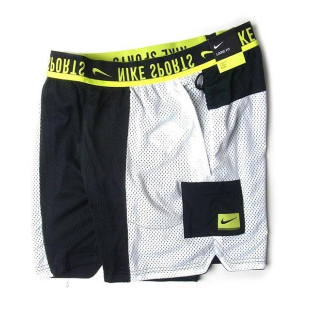 NIKE(ナイキ)の新品 NIKE リバーシブル ショートパンツ ハーフパンツ M 白黒 ナイキ メンズのパンツ(ショートパンツ)の商品写真