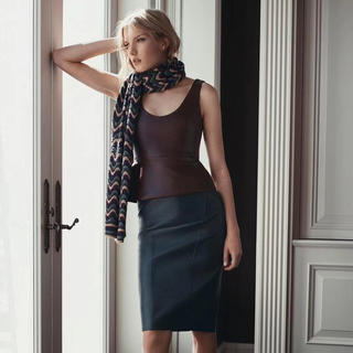ビーシービージーマックスアズリア(BCBGMAXAZRIA)の❤️BCBG 2020新作 新品 紺、深緑 2色レザースカート(ひざ丈スカート)