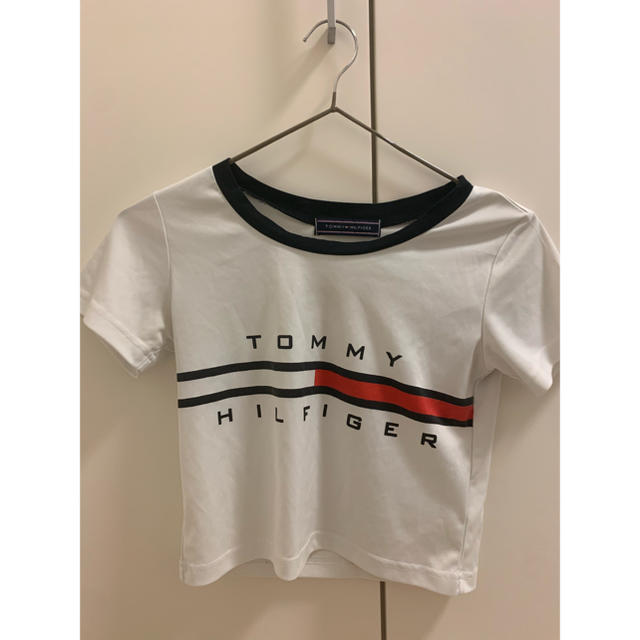 TOMMY HILFIGER(トミーヒルフィガー)のショート丈Tシャツ レディースのトップス(シャツ/ブラウス(半袖/袖なし))の商品写真