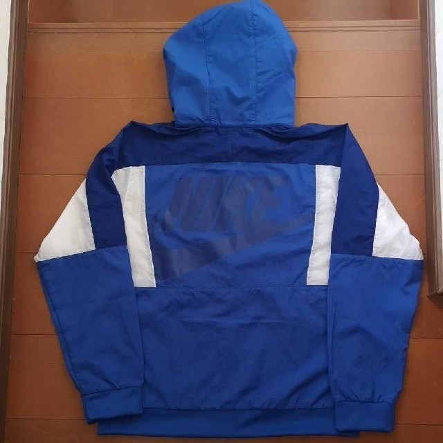 NIKE(ナイキ)の新品未使用 NIKE ナイロンジャケット 160 キッズ/ベビー/マタニティのキッズ服男の子用(90cm~)(ジャケット/上着)の商品写真