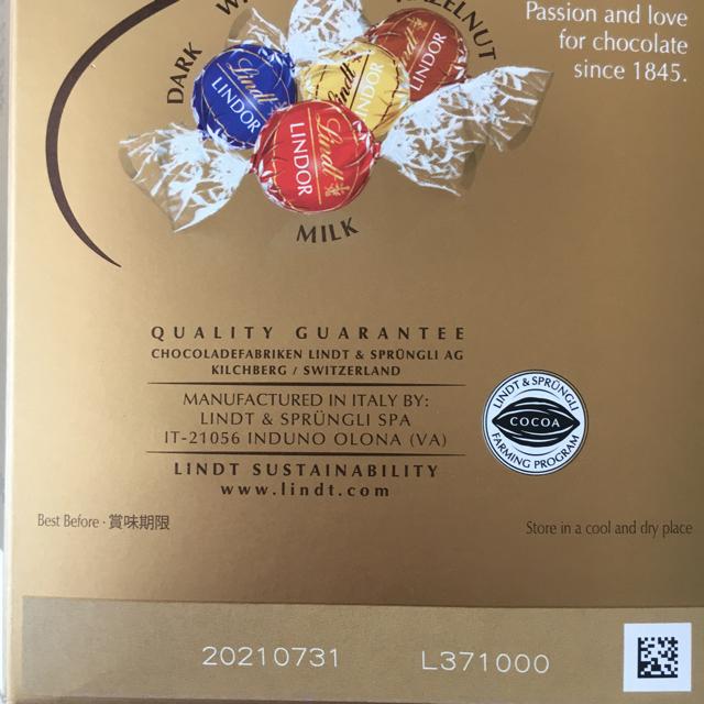 Lindt(リンツ)のリンツ リンドールチョコレート ホワイト&抹茶34個 食品/飲料/酒の食品(菓子/デザート)の商品写真