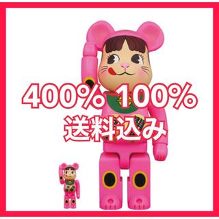 フジヤ(不二家)のBE@RBRICK 招き猫 ペコちゃん 蛍光ピンク100% & 400%(その他)