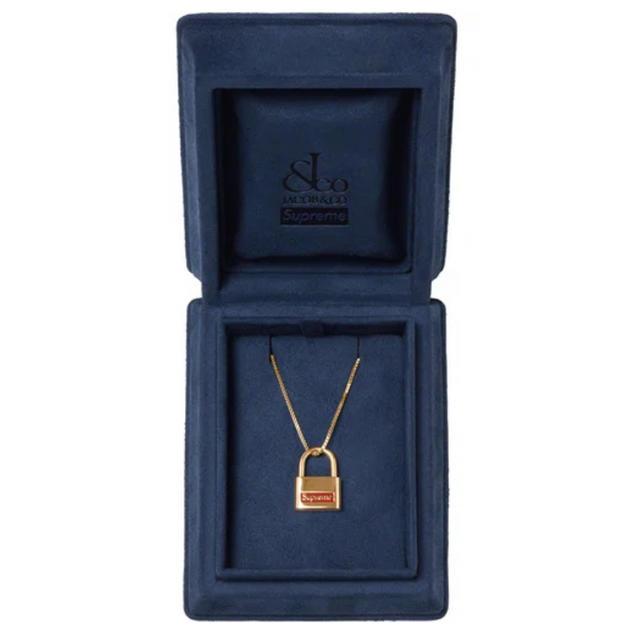 Supreme(シュプリーム)のSupreme Jacob & Co 14K Gold Lock Pendant メンズのアクセサリー(ネックレス)の商品写真