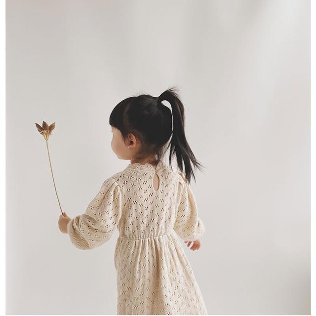 Caramel baby&child (キャラメルベビー&チャイルド)の透かし編みニットワンピース キッズ/ベビー/マタニティのキッズ服女の子用(90cm~)(ワンピース)の商品写真