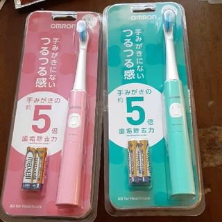 オムロン(OMRON)のOMRON 電動歯ブラシ 2本セット 色違い ブルー ピンク(電動歯ブラシ)