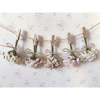 2種のピンクのバラとかすみ草のパステルピンクホワイトドライフラワーガーランドは(ドライフラワー)