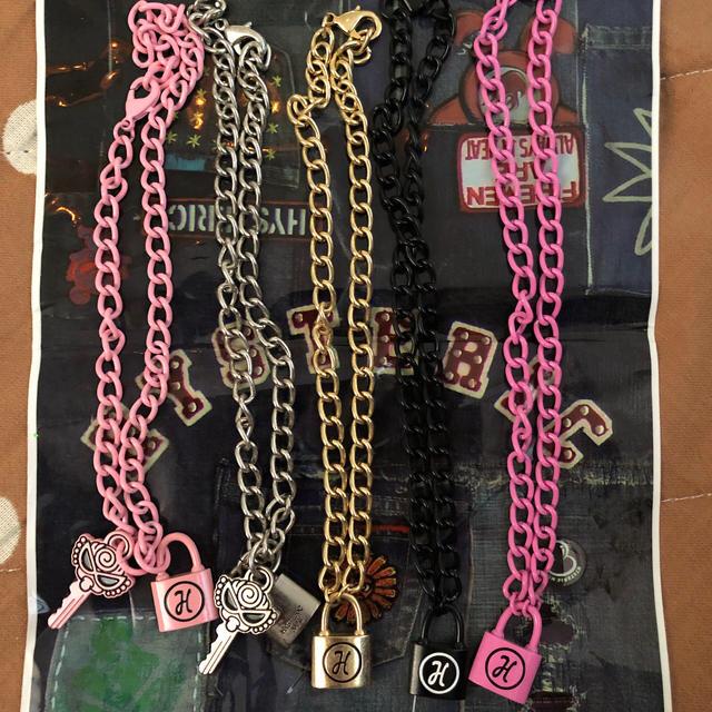 HYSTERIC MINI(ヒステリックミニ)のHYSTERIC MINI パドロック 南京錠 ネックレス ブレス 5点セット キッズ/ベビー/マタニティのこども用ファッション小物(その他)の商品写真