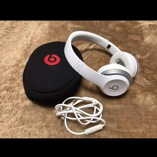 ビーツバイドクタードレ(Beats by Dr Dre)のbeats solo2 ヘッドホン 白(ヘッドフォン/イヤフォン)