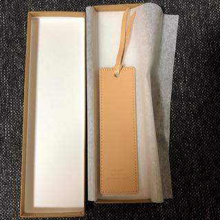 値下げ 新品 箱付き しおり ヌメ革 ベージュ Leather Bookmark(しおり/ステッカー)