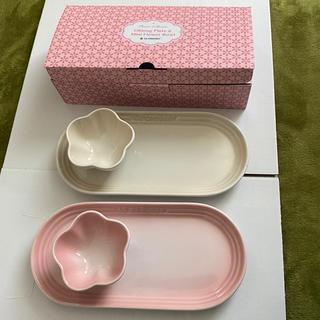 ルクルーゼ(LE CREUSET)の新品未使用 ルクルーゼ オブロング・プレート&ミニフラワーボールセット 2個(食器)