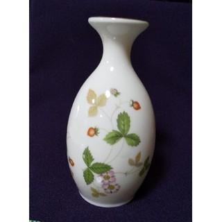 ウェッジウッド(WEDGWOOD)の【マリのママ様専用】WEDGWOOD ワイルドストロベリー 花瓶 一輪挿し(花瓶)
