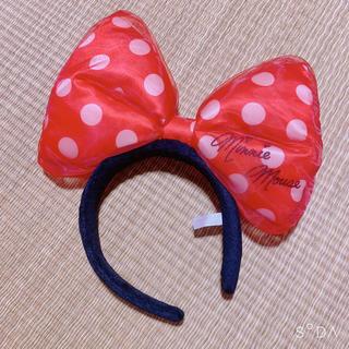 ミニーマウス(ミニーマウス)のミニー 赤 オーガンジーリボンカチューシャ (キャラクターグッズ)