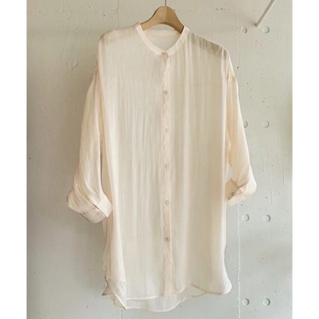 LOWRYS FARM(ローリーズファーム)の完売カラー vacancy シャイニーオーバーバンドカラーシャツ シアーシャツ レディースのトップス(シャツ/ブラウス(長袖/七分))の商品写真