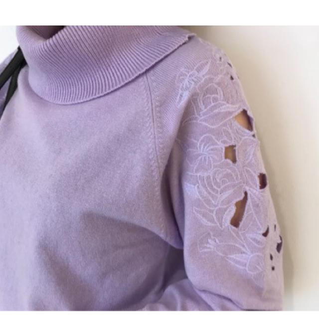 31 Sons de mode(トランテアンソンドゥモード)のタートル刺繍ニット レディースのトップス(ニット/セーター)の商品写真