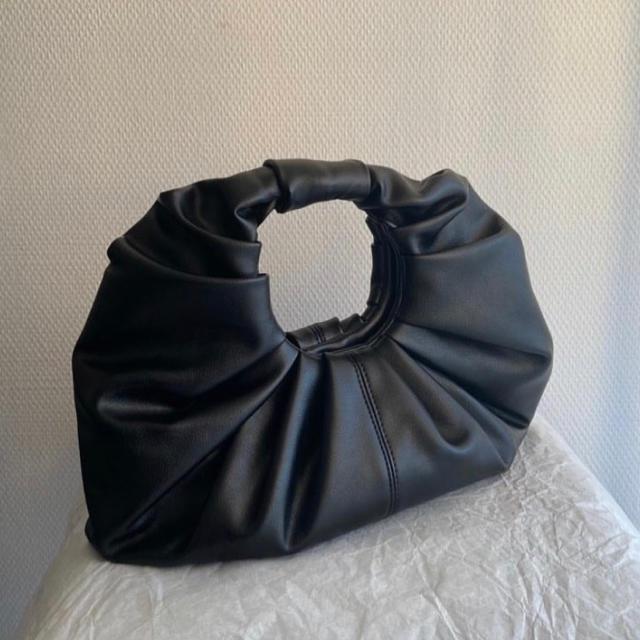 Bottega Veneta(ボッテガヴェネタ)のCROISSANT BAG バッグ レディースのバッグ(ハンドバッグ)の商品写真