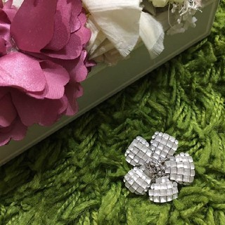 FOXEY - 美品フォクシー 定番お花型ブローチ 人気のマットホワイト